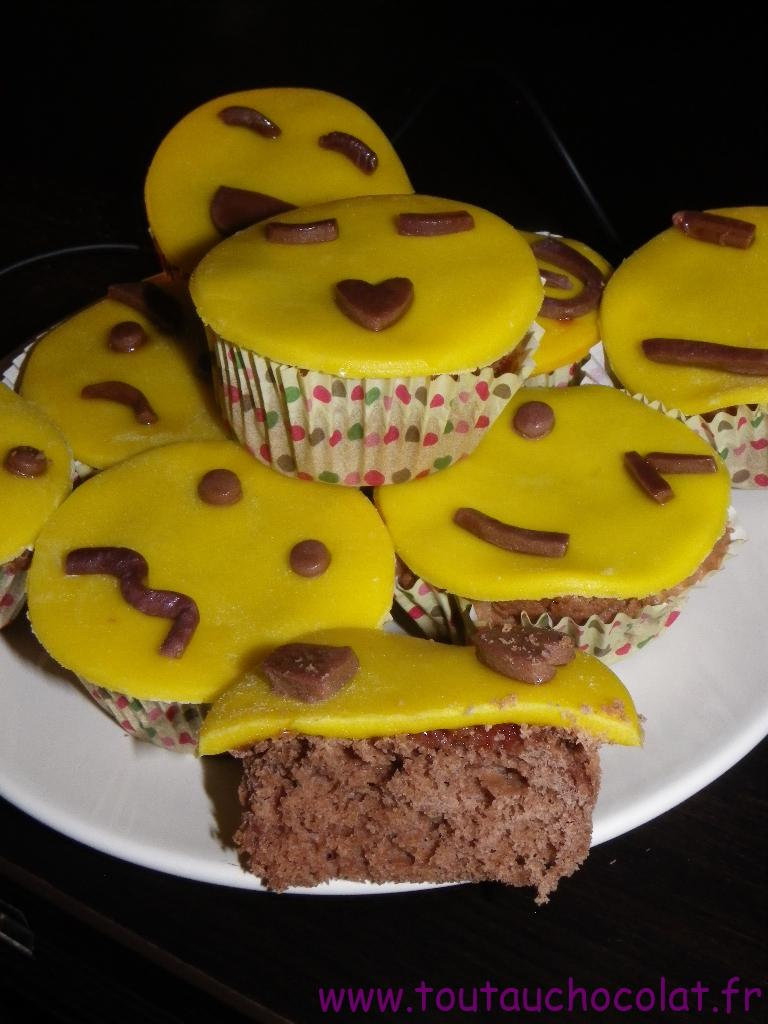 j'ai posé mes smiley sur les cupcakes en appuyant légèrement.