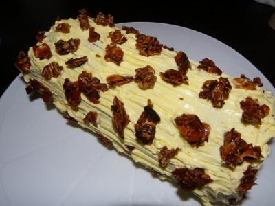 Bûche au beurre et au chocolat avec éclats d'amandine